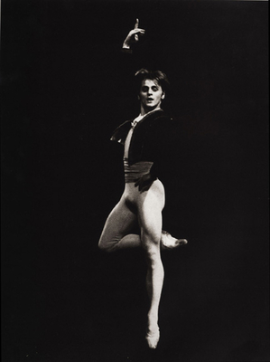 Baryshnikov: In Black and White - Baryshnikov, Mikhail, and Krasovskaya, Mikhailovna (Afterword by), and Acocella, Joan Ross (Introduction by)