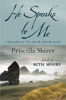 He Speaks to Me: Preparing to Hear the Voice of God - Shirer, Priscilla, and Moore, Beth (Foreword by)