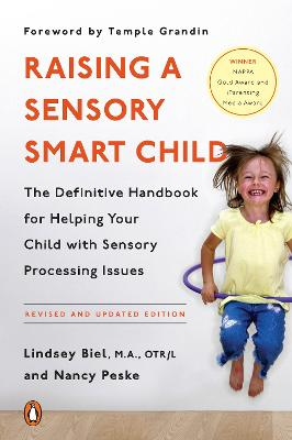 Raising a Sensory Smart Child: The Definitive Handbook for Helping Your Child with Sensory Processing Issues - Biel, Lindsey, and Peske, Nancy, and Grandin, Temple (Foreword by)