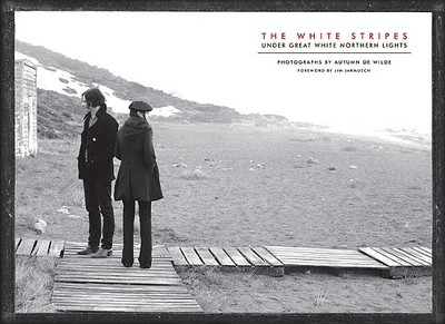 The White Stripes: Under Great White Northern Lights - De Wilde, Autumn (Photographer), and Jarmusch, Jim (Foreword by)